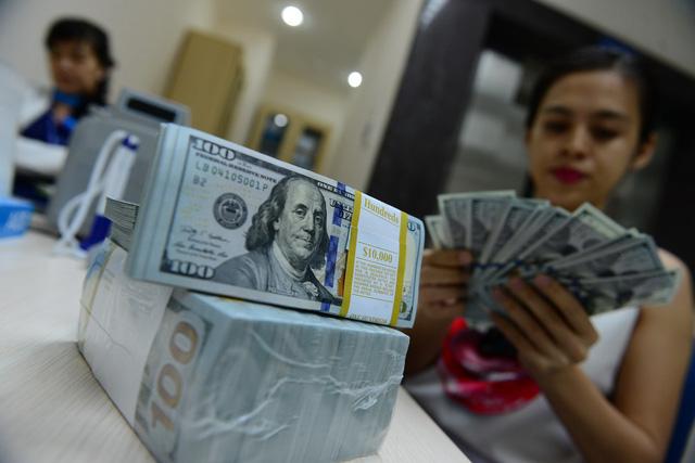 Dự trữ ngoại hối đạt 63 tỉ USD, giá USD tự do hạ nhiệt