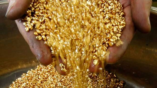 Vàng thế giới xuyên thủng đáy 5 năm, vàng trong nước bất động