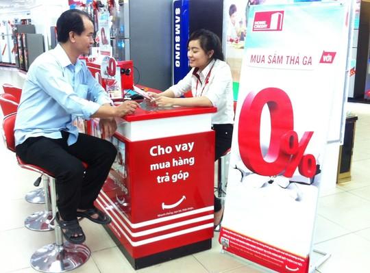 nhan vien cong ty tai chinh home credit tu van ve chuong trinh lai suat 0%