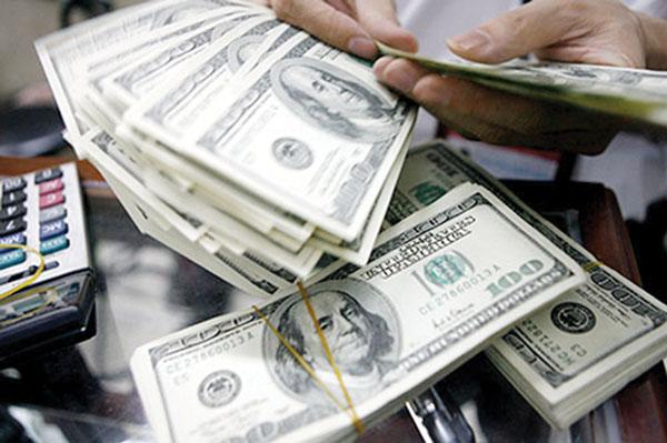 Ngân hàng vay USD nước ngoài: Nghịch lý cần được kiểm soát