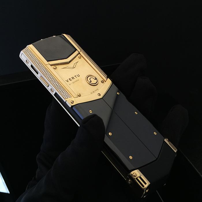 Vertu Signature S Yellow Gold, Full Pave Diamond Bezel (6)