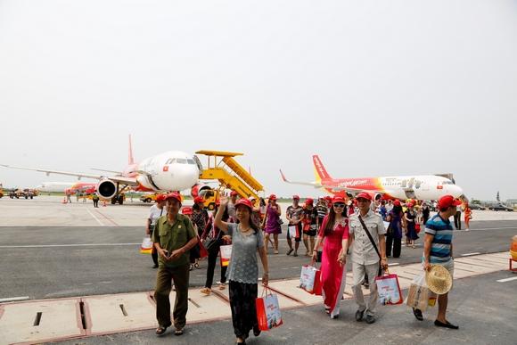 """1 triệu vé """"khủng"""" khuyến mại giờ vàng, bay khắp Việt Nam cùng Vietjet"""