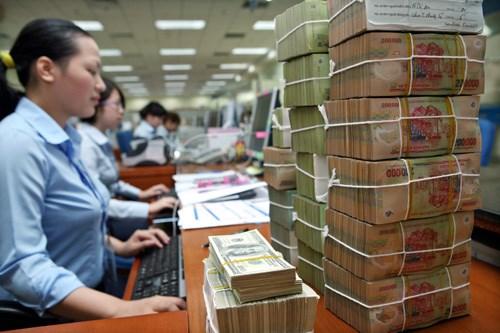Giá USD ngân hàng đồng loạt giảm, vàng SJC tăng trở lại