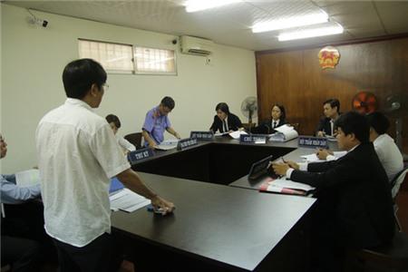 HĐXX quyết định hoãn phiên tòa bổ sung chứng cứ và triệu tập thêm đương sự.