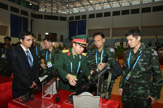 """Bắn trình diễn 10 loại vũ khí mới """"Made in Viet Nam"""""""