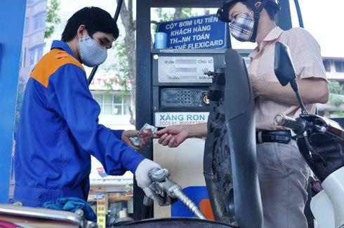 Người tiêu dùng mất 'oan' hàng trăm tỷ đồng mỗi tháng vì cách tính giá xăng dầu