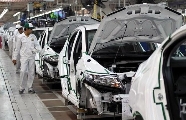 Nhập khẩu ô tô vào Việt Nam sụt giảm rất mạnh