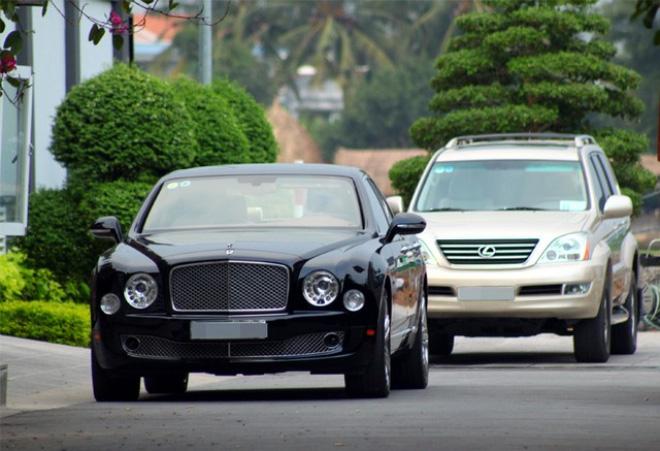 """Gần cuối năm, người Việt lại """"ồ ạt"""" sắm ô tô"""