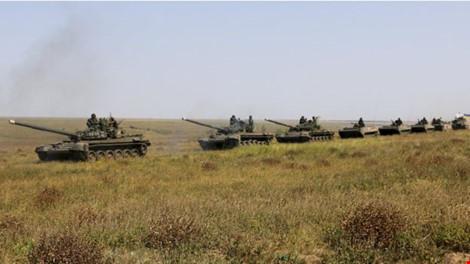 xe tang ukraine xuat hien o khu vuckherson, tien ve crimea. anh: bbc