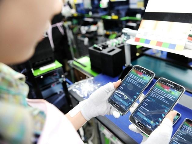 Xuất khẩu điện thoại vượt 20 tỷ USD trong 8 tháng/2015